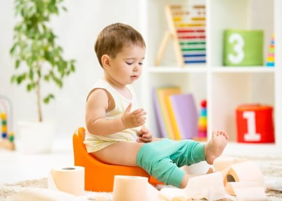 Apprendre trop tôt la propreté à un l'enfant, risque d'incontinence future