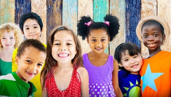 Défendez l'enfance et ses droits lors de la Journée Mondiale!