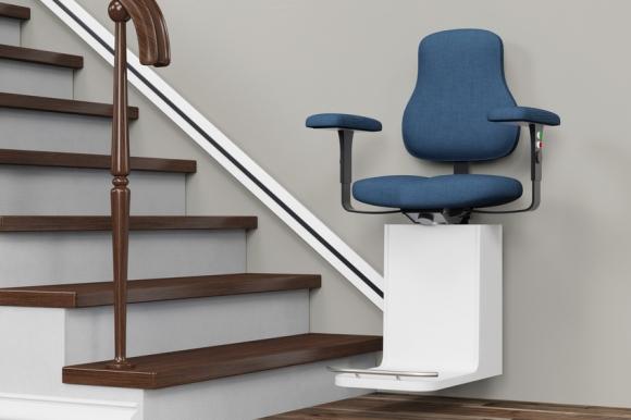 Un monte-escalier pour conserver plus de mobilité chez soi