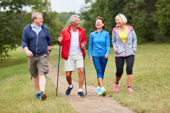 Senior : gardez la forme en 30 minutes de sport par jour