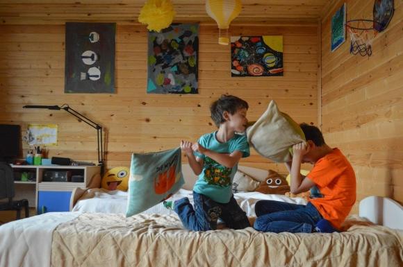 Énurésie infantile : il dort chez un copain, comment faire?