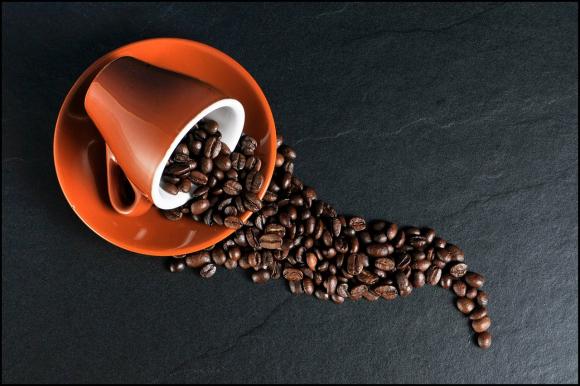 Diminuer sa consommation de caféine calme les envies urgentes d'uriner